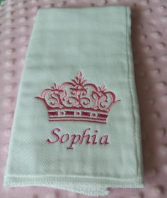 Personalized Crown Embroidered Burp Cloth for your Princess Baby Embroidery, Embroidery Monogram, Machine Embroidery, Embroidery Ideas, Brother Dream Machine, Baby Burp Cloths, Silhouette Cameo Projects, Baby Sewing, Machine Quilting