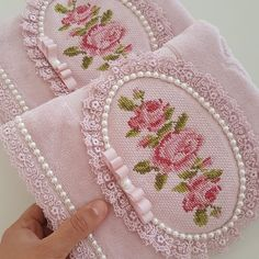 Fashion and Lifestyle Quilt Stitching, Cross Stitching, Cross Stitch Embroidery, Cross Stitch Patterns, Machine Embroidery Patterns, Hand Embroidery Designs, Knitting Patterns, Crochet Patterns, Hand Embroidery Flowers