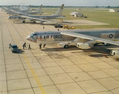 A SAC Alert Crew scrambles to their Boeing Stratofortress with Hound Dog missile under wings. Named after Elvis Presley's hit song, the Hound Dogs were air-launched supersonic missiles designed to destroy heavily defended ground targets. Military Jets, Military Aircraft, B52 Bomber, Strategic Air Command, B 52 Stratofortress, B 52s, American Air, Military Pictures, Us Air Force