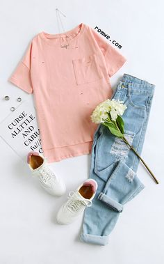 Outfit Blusa rosa Rennis blancos