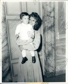Loren Sofia, Sophia Loren, Idol, Style, Swag, Outfits