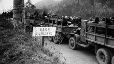 Carradas de refugiados alemães chegam no russo-Americana para aguardar a passagem na fronteira russa-Nov-Zona. 6, 1945.