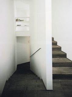 David Chipperfield / House in Corrubedo. Dark timber simple minimal staircase