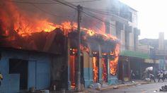 Incendio en zapatería en calle Concepción, San Salvador http://sfy.co/q1as