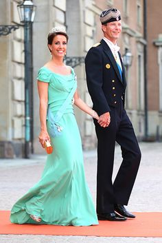 Princess Madeleine and Crown Princess Victoria of Sweden lead the royal guests at Prince Carl Phillip's wedding - Photo 3 | Celebrity news in hellomagazine.com
