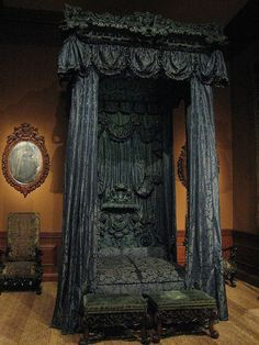 State Bed and Hangings Wood and blue silk damask England c. 1698
