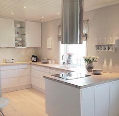 Square Kitchen island – New Kitchen Ideas Collection Open Kitchen Cabinets, Best Kitchen Sinks, Kitchen Island With Sink, All White Kitchen, Kitchen Corner, New Kitchen, Corner Sink, Kitchen Stuff, Kitchen Dining