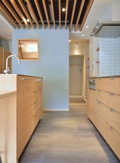 キッチンから洗面への動線 Tile Floor, Divider, Loft, Flooring, Kitchen, House, Furniture, Design, Home Decor