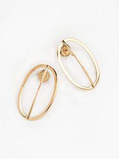 TheUNDONE_Natasha-Schweitzer_Naboo-Earrings_Gold_grande.jpg (450×600)