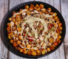 Kip in kaasroomsaus met prei, champignons en krieltjes - De keuken van Ursie My Recipes, Healthy Recipes, Paella, Slow Cooker, Food To Make, Good Food, Food And Drink, Low Carb, Diet