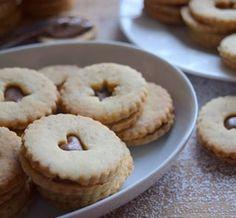 už i já jsem začala s cukrovím 😁 ořechové linecké s nutellou 🌰 (recept vám radši nedám, s těstem se pracuje strašně, ale výsledek je dobrý 😄) #homemade #nutella #linzer #walnuts #cookies #nuts #christmascookies #linecke #orechy #christmasbaking #christmas2018 #vanoce2018 #cukrovi #instabake #baking #peceni #bakingmom #homebaker #homebaked #macaronstagram #macaronlove #lovebaking #instabake #foodie #foodlover #foodpics #foodphotography #yummy #czech #czechrepublic #avecplaisircz Doughnut, Muffin, Breakfast, Food, Morning Coffee, Essen, Muffins, Meals, Cupcakes