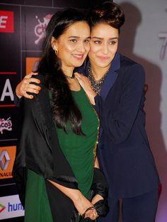 http://www.indicine.com/img/2015/02/Shraddha-Kapoor-with-mother-Shivangi-Kolhapure.jpg