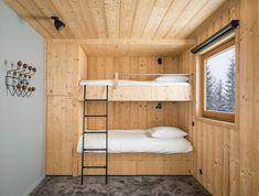 Mountain House chalet in Haute-Savoie by studio razavi architecture Journal du Design Modern Boys Rooms, Modern Bunk Beds, Modern Bedroom, Bunk Beds Built In, Bunk Beds With Stairs, Cabin Bunk Beds, Bunk Beds For Girls Room, Kids Bunk Beds, Bunk Rooms