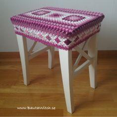 Crochet cover for IKEA Ingolf stool. Grannies Crochet, Crochet Daisy, Knit Or Crochet, Free Crochet, Crochet Heart Blanket, Crochet Baby Blanket Free Pattern, Crochet Designs, Crochet Patterns, Crochet Basket Tutorial