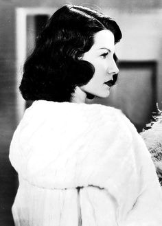Rita Hayworth (she was beautiful even in dark hair, so multi-talented. Golden Age Of Hollywood, Hollywood Glamour, Hollywood Stars, Classic Hollywood, Old Hollywood, Rita Hayworth, I Movie, Movie Stars, Columbia Pictures