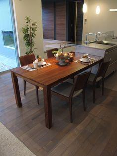 グレー色の床材にウォールナット材の家具でコーデ Dining Table, Decor, Furniture, House, Table, Home, Home Decor