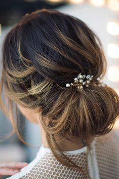 Looking for prom hairstyles for short hair? We have compiled a collection of hairstyles that look amazing and are ideal for prom. It includes waves, curls, updos, braids, crowns, and looks with numerous accessories. Check our gallery! #promhairstylesforshorthair, #promhairstyles, #shorthaircuts, #shorthairstyles