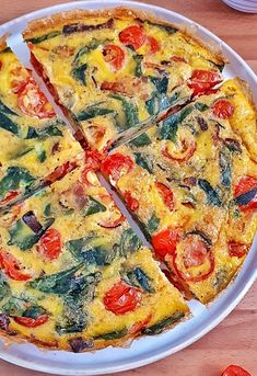 This spinach tomato frittata is a keto, low carb and recipe that's perfect for any meal from brunch to dinner, they're easy and delicious. Healthy Frittata, Spinach Frittata, Frittata Recipes, Banting Recipes, Healthy Recipes, Low Carb Quiche, Raw Vegetables, Italian Dishes, Whole 30 Recipes