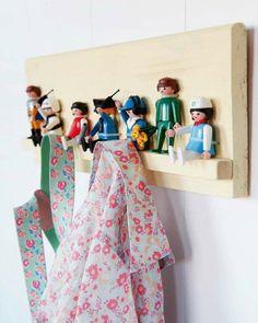 Playmobil toys as hooks! Playmobil is my childhood! Diy Simple, Easy Diy, Garderobe Design, Diy Coat Rack, Coat Hanger, Coat Hooks, Clothes Hanger, Hangers, Deco Kids