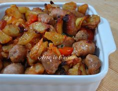 POTATOES WITH BAKED SAUSAGES simple recipe- Potatoes with baked sausages, simple and excellent recipe for dinner, a single dish enriched with tomatoes and herbs, quick and easy, quick recipe Sausage Recipes, Pork Recipes, I Love Food, Good Food, Sicilian Recipes, Fish And Meat, Italian Dishes, Mediterranean Recipes, Entrees
