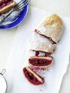 Cherry strudel - this looks so good! Delicious Desserts, Dessert Recipes, Sweet Cooking, Cherry Desserts, Hungarian Recipes, Hungarian Food, Fruit In Season, Strudel, Cake Cookies