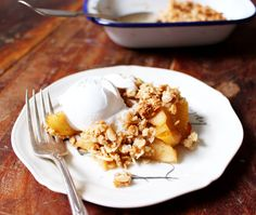 So delicious and so simple- the perfect healthy apple crumble. Gluten free, dairy free & vegan.