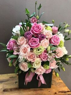 Flower Box Gift, Flower Boxes, Unusual Flowers, Pretty Flowers, Flower Arrangements Simple, Red Rose Bouquet, Deco Floral, Floral Design, Luxury Flowers