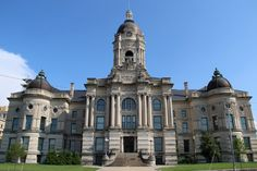 18. This is the Old Vanderburgh County Courthouse in Evansville, Indiana. Everything about the exterior of this courthouse makes it really hard to look away!