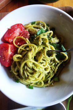 Makaron z pesto z awokado Pesto, Spaghetti, Ethnic Recipes, Food, Diet, Essen, Meals, Yemek, Noodle