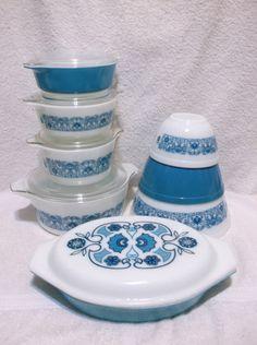 13 Pcs Pyrex Horizon Blue Mixing Bowls Casseroles and Lids