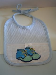 Baby Boy Bibs, Cross Stitch Baby, Animals And Pets, Baby Shoes, Light Blue, Crochet, Handmade, Easy Cross Stitch, General Crafts