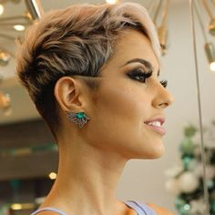 48 Stunning Short Pixie Haircut Ideas That Will Trend in 2019 Short Pixie Haircuts, Short Hairstyles For Women, Hairstyles Haircuts, Short Hair Cuts, Cool Hairstyles, Short Hair Styles, Hairstyle Ideas, Beautiful Hairstyles, Corte Pixie