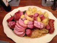 Bernerplatte mit Dörrbohnen und viel Schweinereien für fünf! Carne, Sausage, Treats, Cheese, Traditional, Winter, Kitchens, Switzerland, World