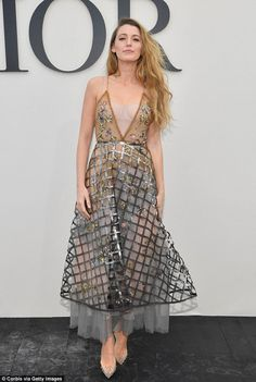 Blake Lively attends the Christian Dior show as part of the Paris Fashion Week Womenswear Spring/Summer 2019 on September 2018 in Paris, France. Get premium, high resolution news photos at Getty Images Fashion Over 40, Daily Fashion, Paris Girl, Autumn Fashion, Paris Fashion, Women's Fashion, Vintage Fashion, Office Fashion Women, Blake Lively
