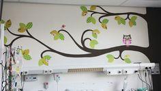 Naast de 4 behangbomen met standaardmaten en vormen, kan Mijnkinderkamer.nl voor u ook een behangboom op maat maken. Op de foto's zijn de behangbomen te zien die wij maakten voor het Sophia Kinderziekenhuis in Rotterdam.Voor elke muur, met elke maat, kunnen wij een boom maken. Stuurt u ons de gegevens, eventueel aangevuld met foto's en wij doen u geheel vrijblijvend een voorstel op maat. U kunt ons mailen op info@mijnkinderkamer.nl.