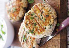 Μπιφτέκια κοτόπουλου με πατάτες και κρέμα τυριού