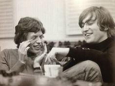 "beatlemaniamccartney: ""Mick Jagger and John Lennon The Beatles and The Rolling Stones "" Mick Jagger, John Lennon, The Rolling Stones, Ringo Starr, Pop Rock, Rock N Roll, George Harrison, Paul Mccartney, Bob Marley"
