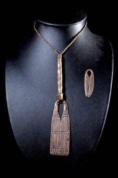 Collier pendentif en cuivre rouge - Sidamo - Ethiopie African Jewelry, Tribal Jewelry, African Design, African Art, Arrow Necklace, Pendant Necklace, Ivoire, Elegant Outfit, Jewelry Accessories
