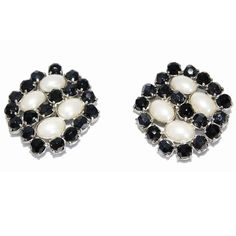 Gorgeous glamour french vintage black crystal stones and simulated pearls cabochons earrings of the 70s. Silver plated metal. 279€