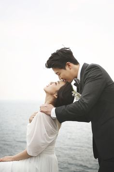 Useful Wedding Event Planning Tips That Stand The Test Of Time Wedding Picture Poses, Wedding Couple Photos, Pre Wedding Photoshoot, Wedding Poses, Wedding Shoot, Wedding Couples, Wedding Portraits, Wedding Engagement, Korean Wedding Photography