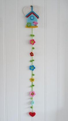 Knitting Wall Ornaments Sample Models, # refrigerators, # knittingdessels, # knittingsalons, Knitting from past to present in all areas of our lives Crochet Bunting, Crochet Garland, Crochet Decoration, Crochet Home Decor, Crochet Flowers, Blanket Crochet, Felt Flowers, Hair Flowers, Flower Decoration