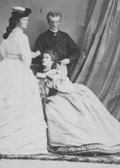 Empress Elisabeth of Austria with her eldest sister Princess Helene and brother Prince Karl Theodor of Bavaria. Historical Clothing, Historical Photos, Vintage Photographs, Vintage Photos, Austria, Empress Sissi, Kaiser Franz, Maria Theresa, Royal King