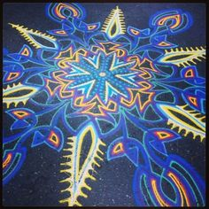 last weekish i came upon Joe Mangrum working on another one of his beautiful sand paintings in union square. im not even kidding i srsly watched him for like 2 hours..