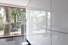 Toronto entryway with gloss lacquer white cabinet divider