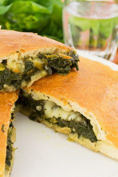 Unbelievable Spinach Calzones - Delicious, satisfying, and very easy to make.I serve them with warmed spaghetti sauce to dip them in and a salad. Spinach Calzone Recipe, Asparagus Recipe, Cheese Calzone, Spinach Recipes, Vegan Vegetarian, Vegetarian Recipes, Cooking Recipes, Healthy Recipes, Cooking Videos