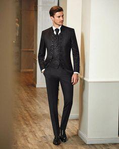 ef75b4544a Elegant und bestens gekleidet in einem Anzug von #Wilvorst #modefürmänner  #anzug