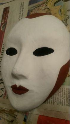 POÈME Comenzamos una nueva máscara de cartapesta.
