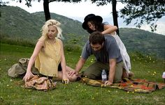 A still from the cute polyamory friendly romantic comedy titled Vicky Cristina Barcelona (2008).