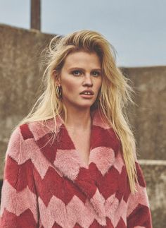 Lara Stone by Emma Tempest for Russh Magazine 66 - Page 2 | The Fashionography