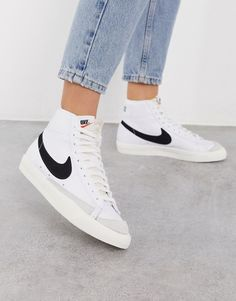 Buy Nike blazer mid trainers in white/black at ASOS. With free delivery and return options (Ts&Cs apply), online shopping has never been so easy. Get the latest trends with ASOS now. Nike Blazers Outfit, Blazer Outfits, Nike Outfits, Nike Blazer Black, Outfits Damen, Black Blazers, Jean Outfits, Sneakers Mode, Nike Sneakers